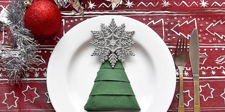 Servietten falten Anleitung Weihnachtsbaum
