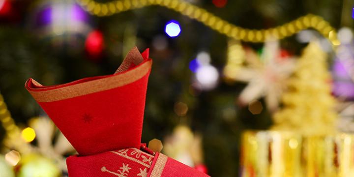 Servietten falten Stiefel zu Weihnachten