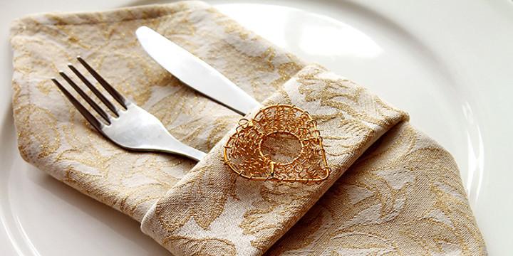 Edle Bestecktasche aus Stoffserviette mit Muster